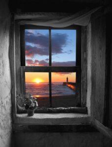 ventana-amanecer-mar